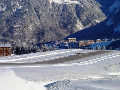 FFA Altiport Training  Courchevel  6th to 13th January 2001.-A good landing jpg