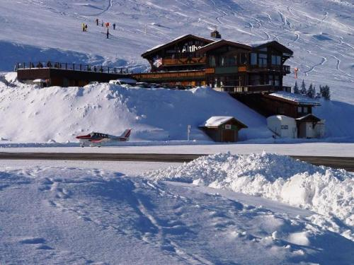 FFA Altiport Training  Courchevel  6th to 13th January 2001.-The Altiport restaurant jpg