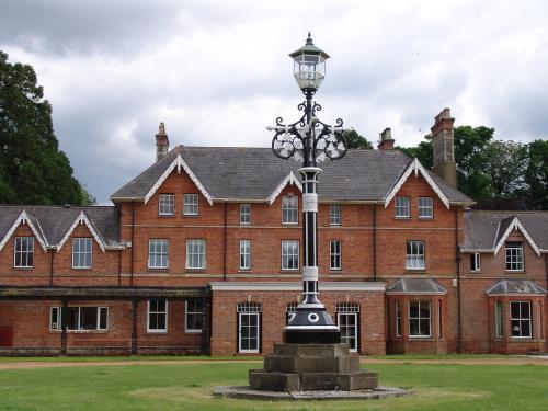 Barbury CASTLE Estate 2012